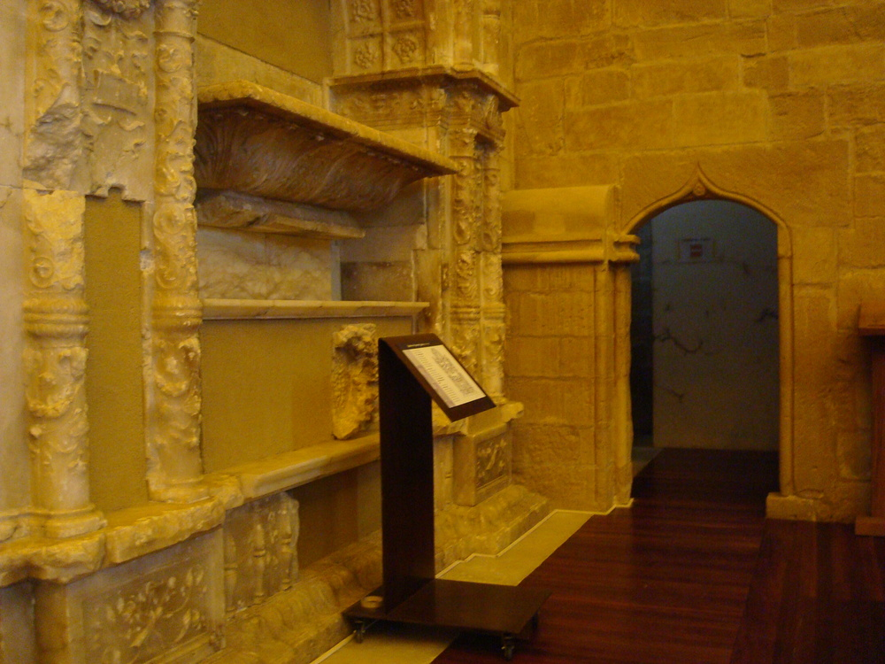 The tomb of Juan de Lanuza, viceroy of Aragon (1537-1538). Located inside the tower's chapel.