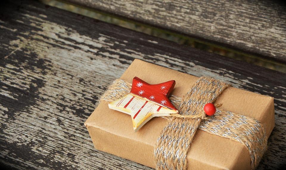 Packed-Gift-Parcel-Gift-Surprise-Christmas-1760870.jpg