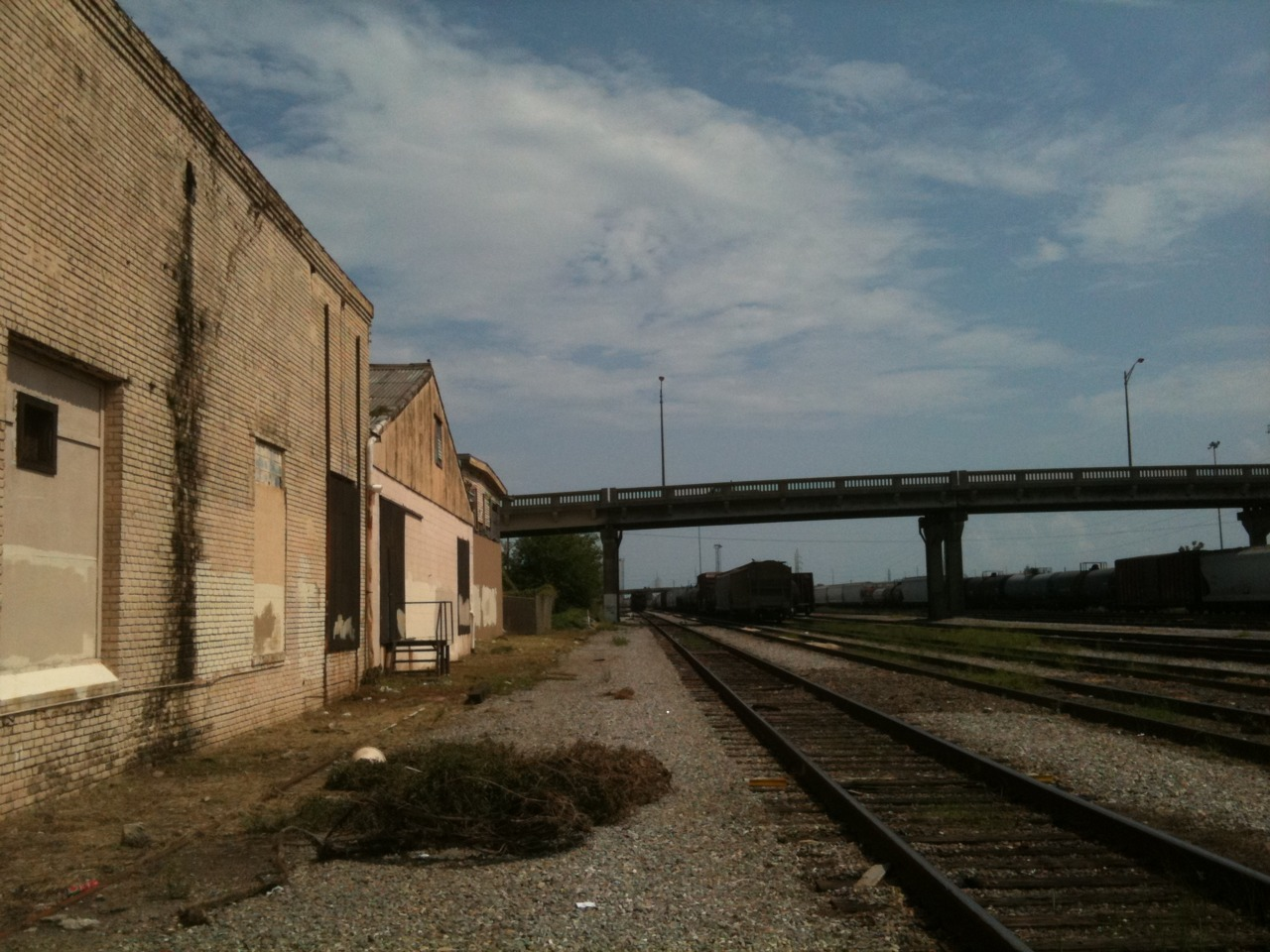 STUDIO SPACE BY THE TRACKS!