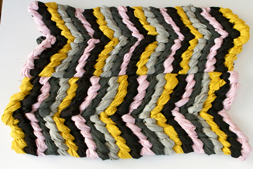 (via The House That Lars Built.: DIY: Friendship Bracelet chevron rug)