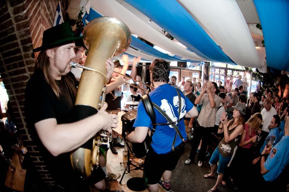 zum-schneider-nyc-2011-oktoberfest-0942.jpg