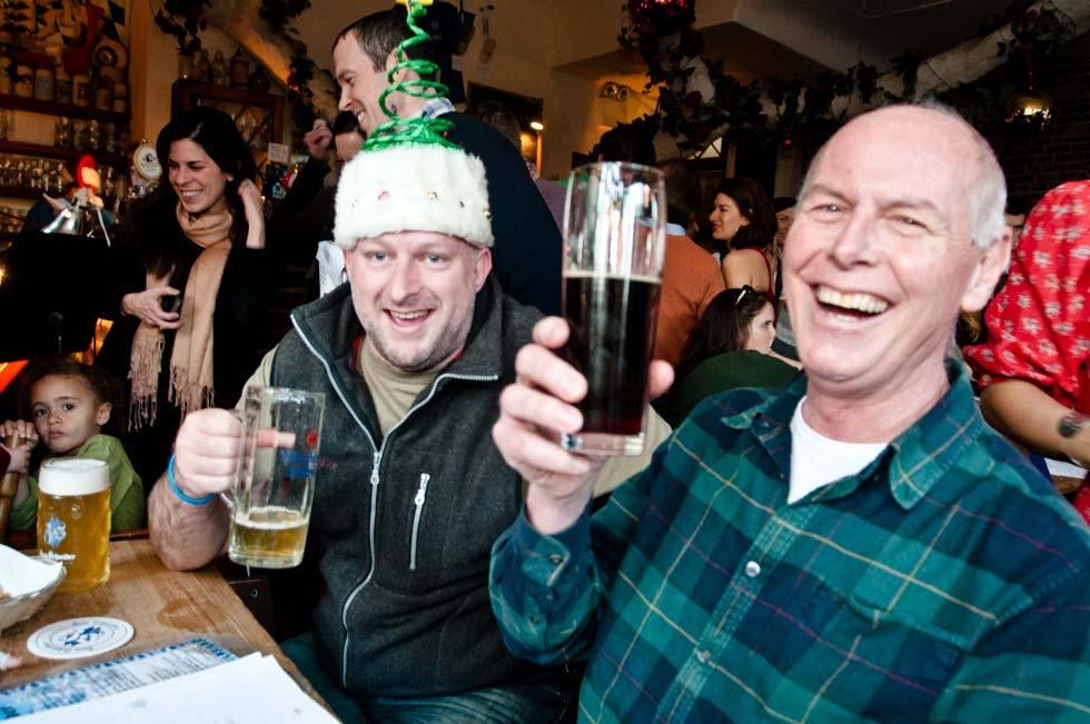 zum-schneider-nyc-2011-christmas-caroling-9250.jpg