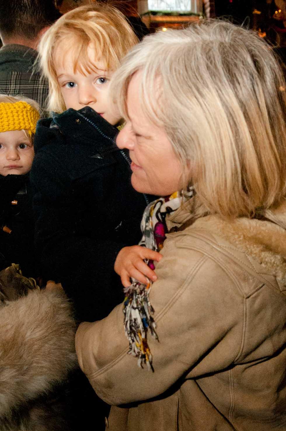 zum-schneider-nyc-2011-christmas-caroling-9271.jpg