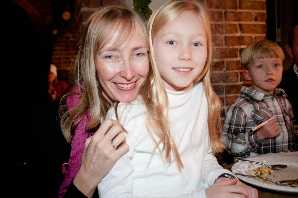 zum-schneider-nyc-2011-christmas-caroling-9294.jpg