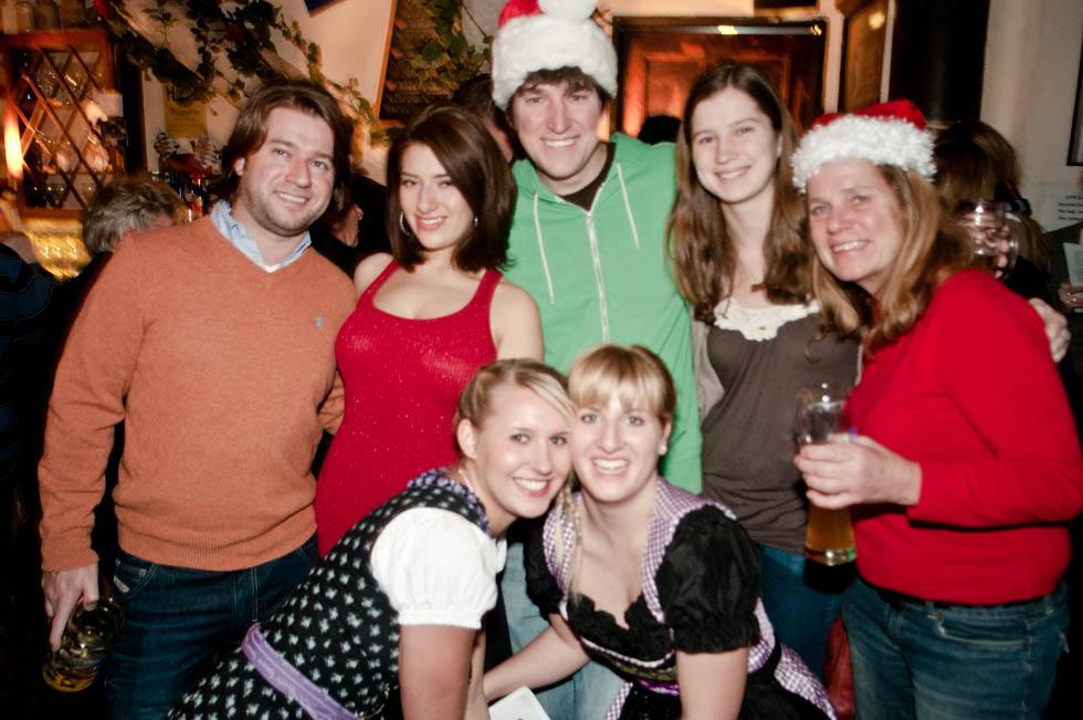 zum-schneider-nyc-2011-christmas-caroling-9297.jpg