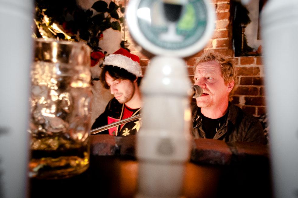 zum-schneider-nyc-2011-christmas-caroling-9314.jpg