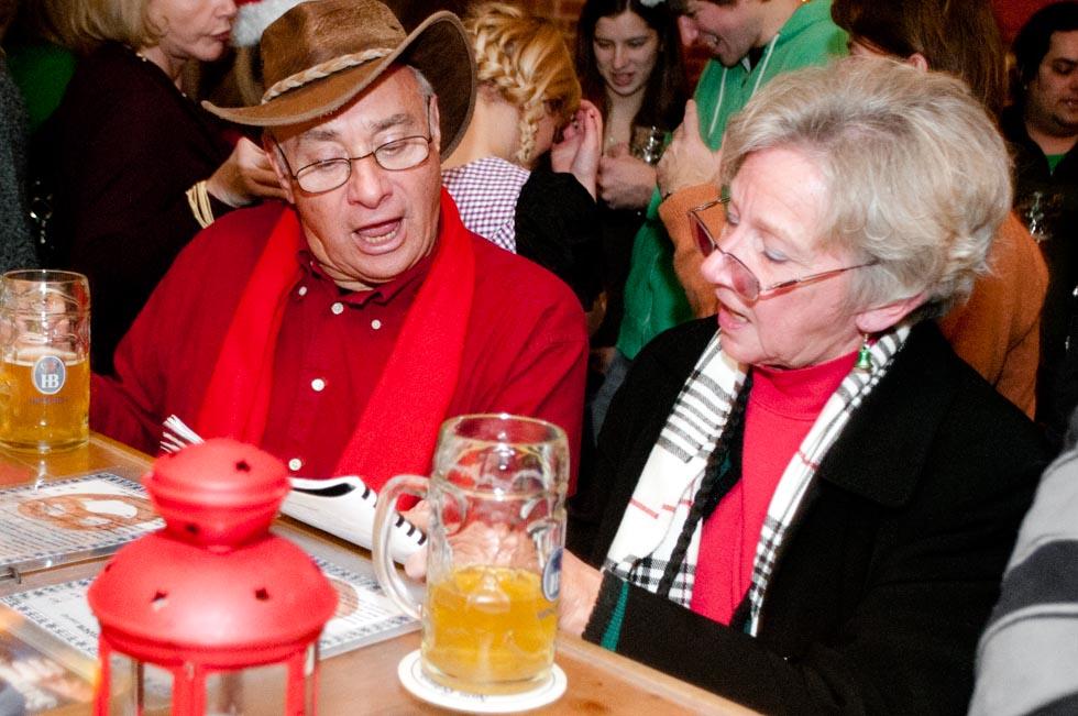 zum-schneider-nyc-2011-christmas-caroling-9319.jpg