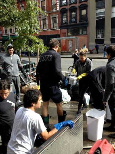 zum-schneider-nyc-2012-sandy-cleaning-03.jpg