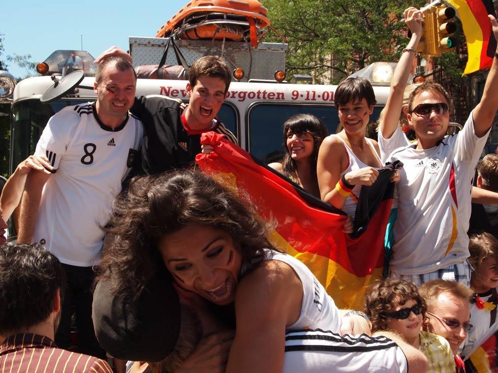zum-schneider-nyc-2010-world-cup-05.jpg
