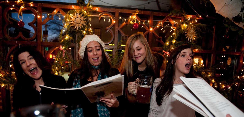 Christmas Caroling Images.Adventsingen Christmas Caroling On Six Days In December Zum