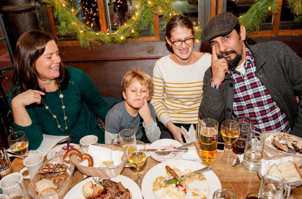 zum-schneider-nyc-2015-christmas-caroling-7935.jpg