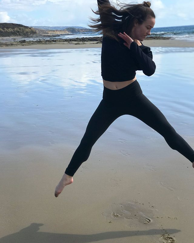 Wouldn't be a trip home without making my boyfriend take 100 dance photos of me on the beach.  They all turned out great obviously (swipe 👉🏻)
