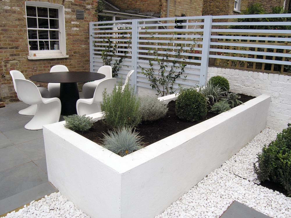 Contemporary back garden living gardens for Contemporary garden planters