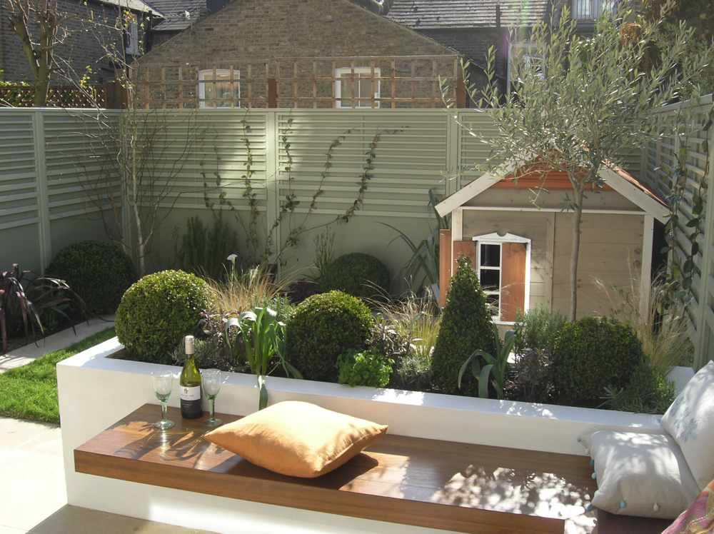 South london suntrap living gardens for Small modern house garden design