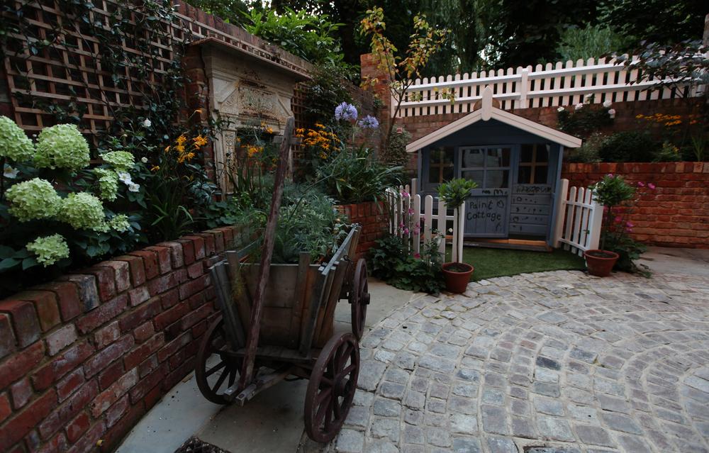 Family circle — Living Gardens