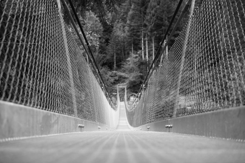 Hängebrücke über die Bunschenschlucht im Simmental.