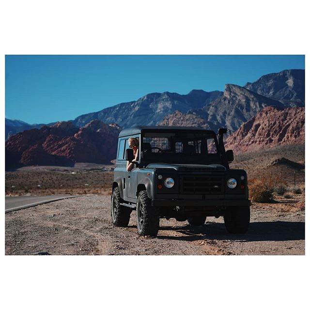 • I can't get over how amazing this shoot day was with @ziennasonne & @chaunwilliams! Mobing around Red Rock in my dream @landrover Defender shoot some of the newest gear for 2019! What's your dream car or camera set up? • . . . . . . . . . . . . #bealpha #sonyalphapro #sonyalpha #teampixel #eclecticshotz #rover #landroverdefender #stayandwander #folkscenery #folkportrait #profoto #rei1440project #moodedits #earthpics