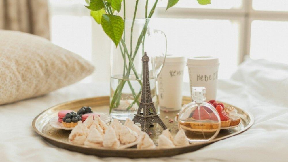 breakfast_tray_paris_flowers_coffee_cake_96749_3840x2160.jpg