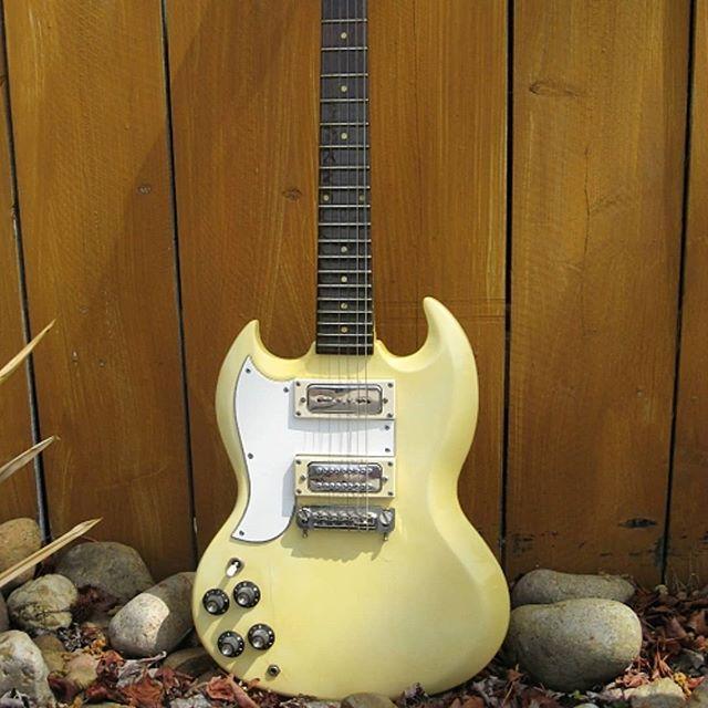 www.shawnsleepsnaked.com  #lefthanded #gibson #sg #guitar #music