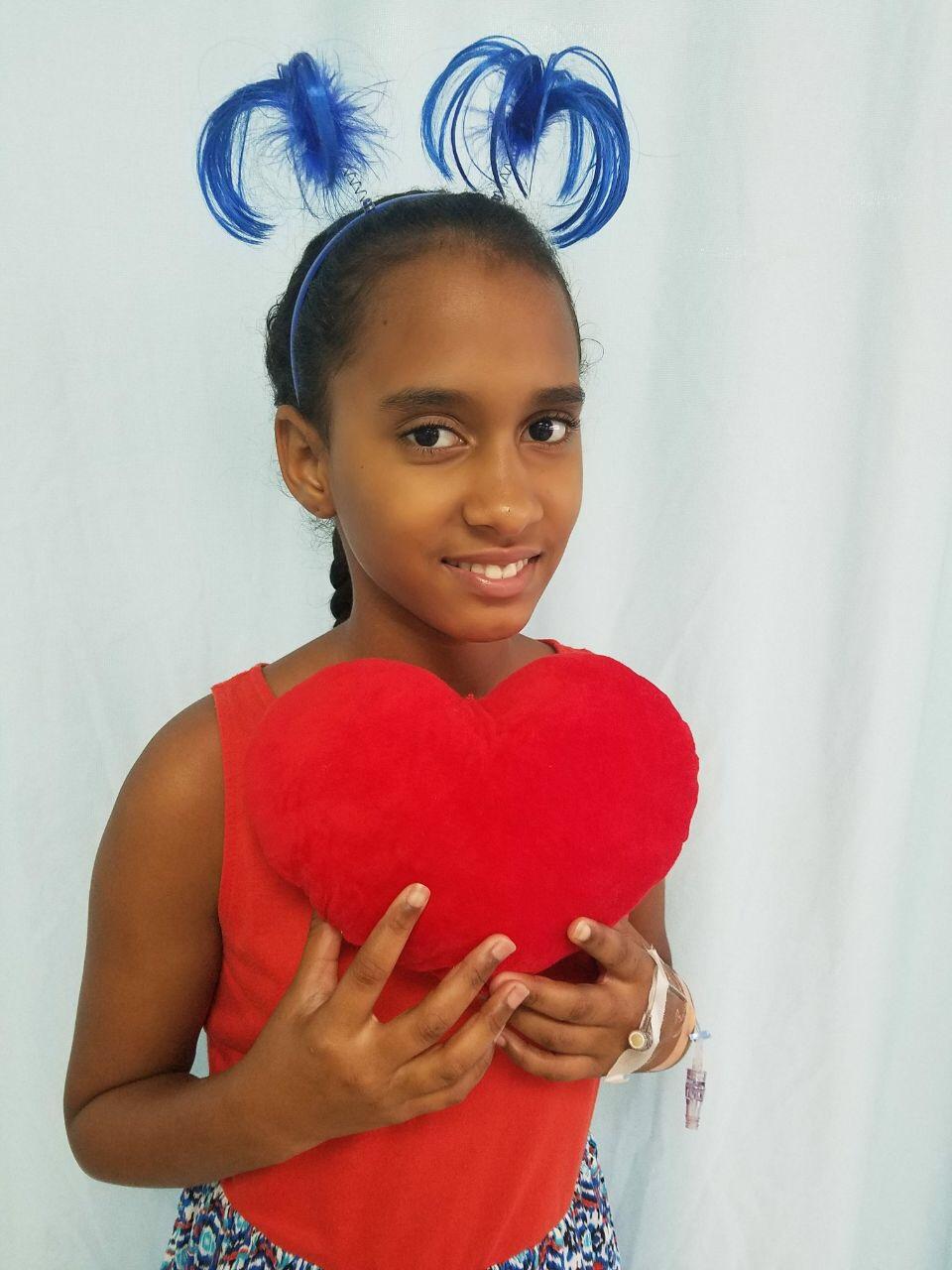Mariel ist 12 Jahre alt und wurde mit einem Herzfehler geboren. Als Mariel älter wurde, verschlechterte sich ihr Herzzustand zunehmend. Obwohl Laufen ihr Lieblingssport ist, konnte Mariel nicht mehr toben. Ihre Eltern sind geschieden, helfen jedoch immer zusammen, wenn es um Mariels Gesundheit geht. Auch ihre Gemeinde hat Geld gesammelt, um die An- und Rückreise in das Krankenhaus zu ermöglichen. Mariels Loch in der Herzscheidewand wurde erfolgreich Dank Ihren Spenden geschlossen!