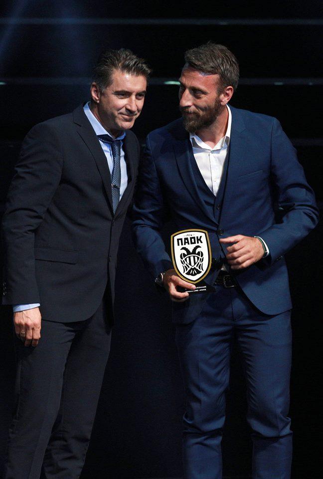 Με τον Παντελή Καφέ, πρώην διεθνή ποδοσφαιριστή και αρχηγό του ΠΑΟΚ, στην εκδήλωση για τα 90 χρόνια ζωής του Συλλόγου.