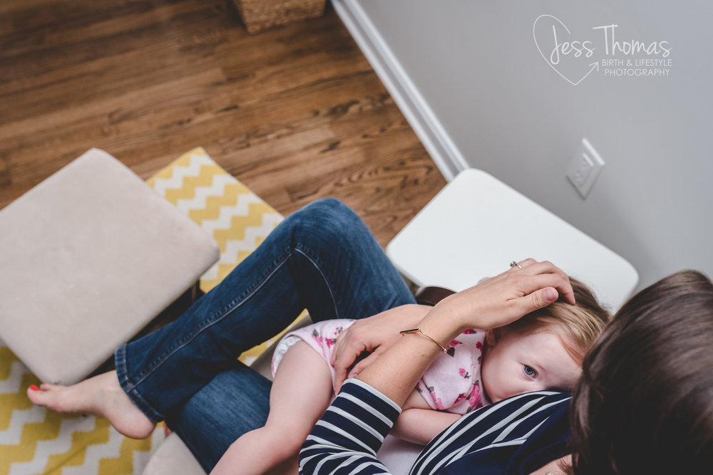 baby-breastfeeding-pittsburgh photographer