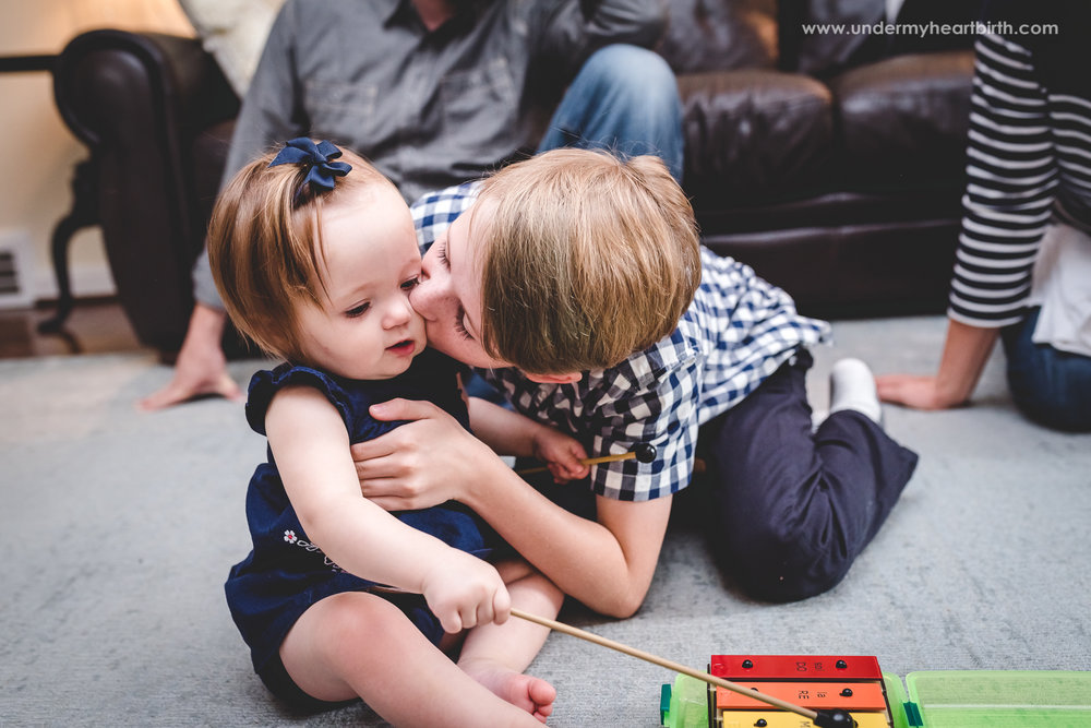 brother-sister-kiss-pittsburgh-photographer