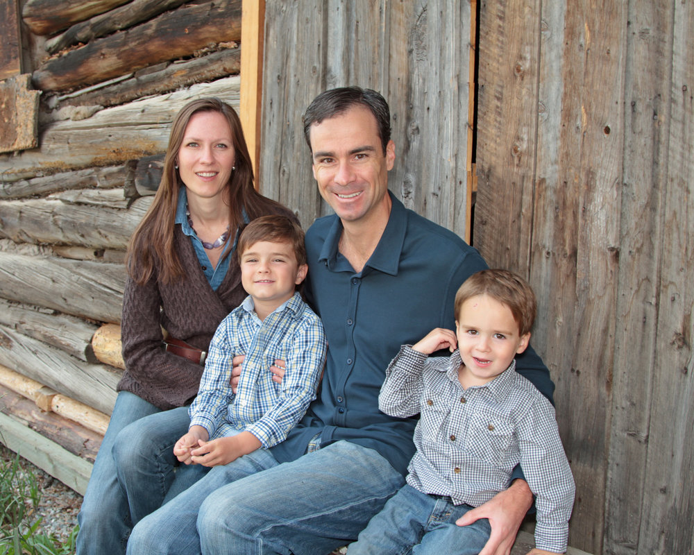 Summit County Photo Shoots - Family get togethers & re-unions. Photo shoots at your accommodations or choice of location.Group ski outings & outdoor activities including fly fishing, rafting & horse-back riding.