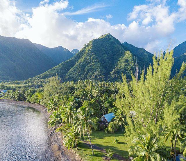 Tahitian bungalow scene 👌
