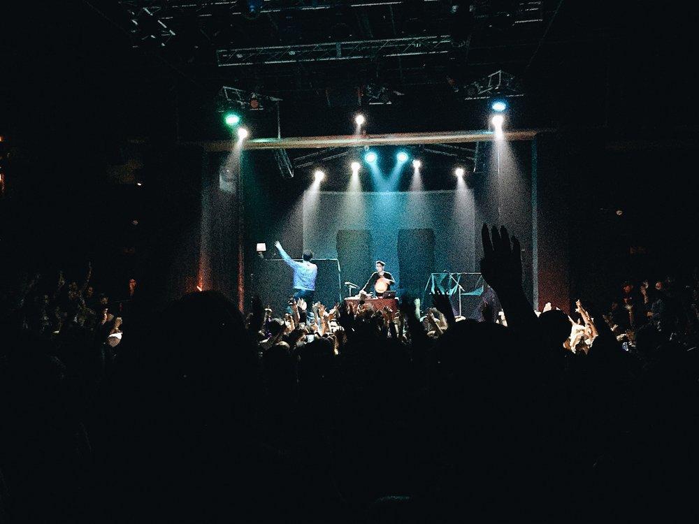 Fil Am Producer Sweater Beats Warms Up Crowd At Santa Ana Concert