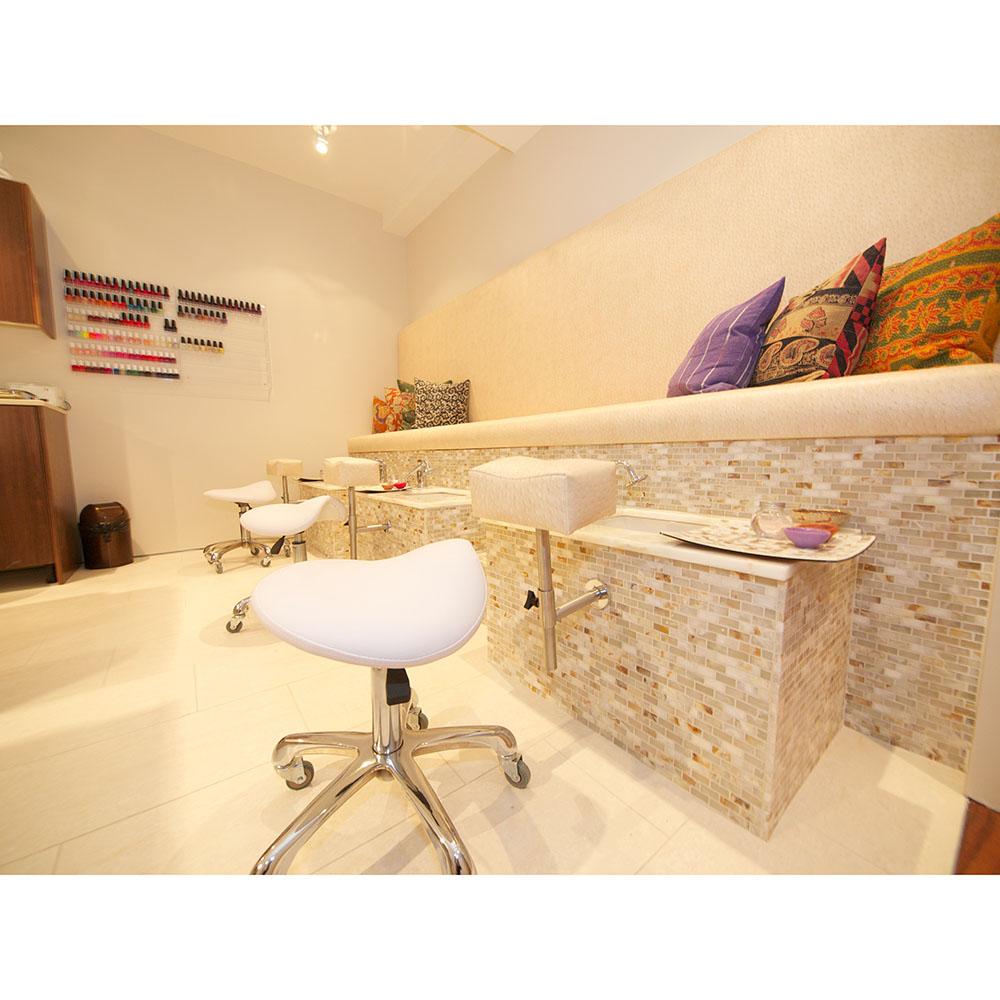 Manicure Room 1.jpg