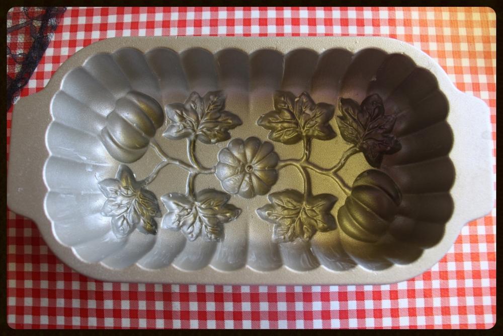 taking fountain los angeles nordic ware pumpkin loaf pan sur la table.jpg