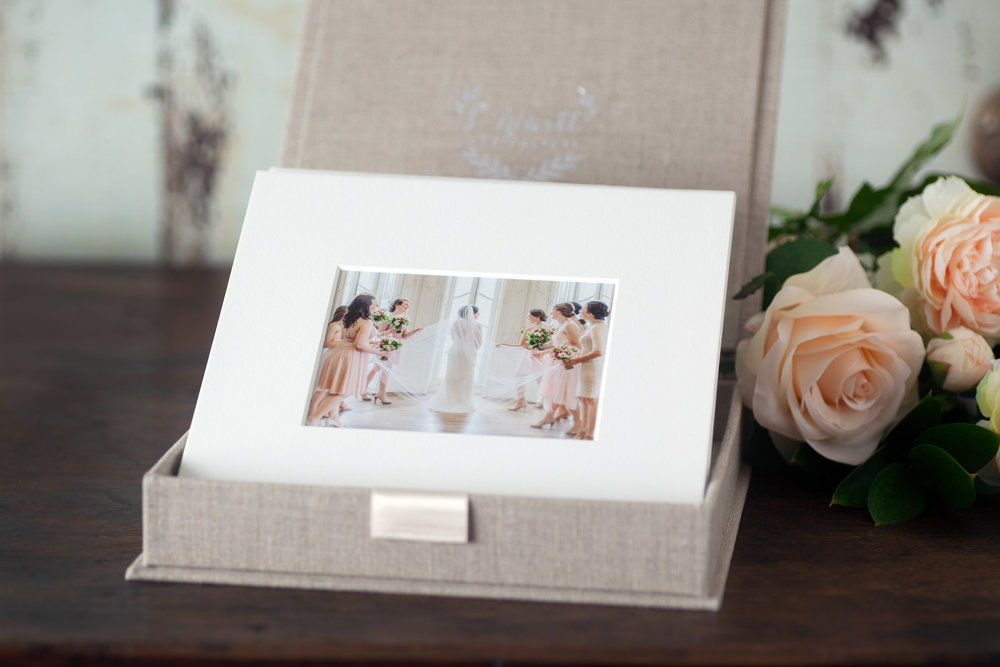 The Heirloom Matted Print Box makes a stunning presentation for your prints and is the perfect addition to any shelf or coffee table. Relive the excitement of the day with this beautiful keepsake heirloom.