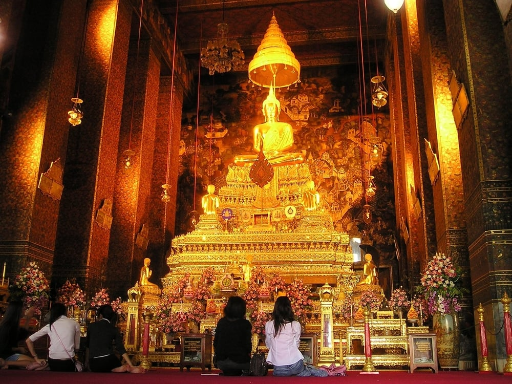 thailand-bangkok-temple-shrine-gold-altar.jpg