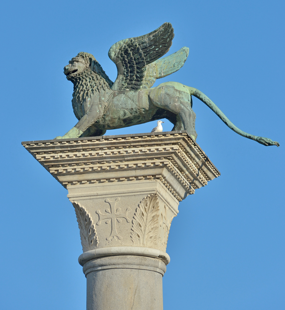 The_lion_of_San_Mark_on_Piazzetta_San_Marco_Venice.jpg