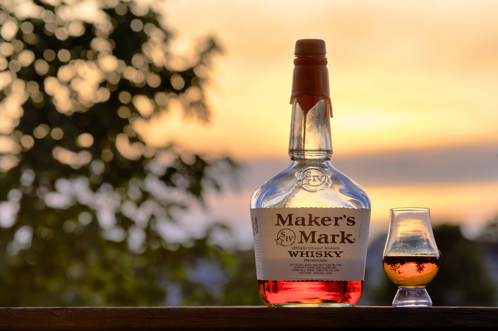 Maker's Mark e seu famoso selo de cera. Na destilaria você pode selar sua própria garrafa!