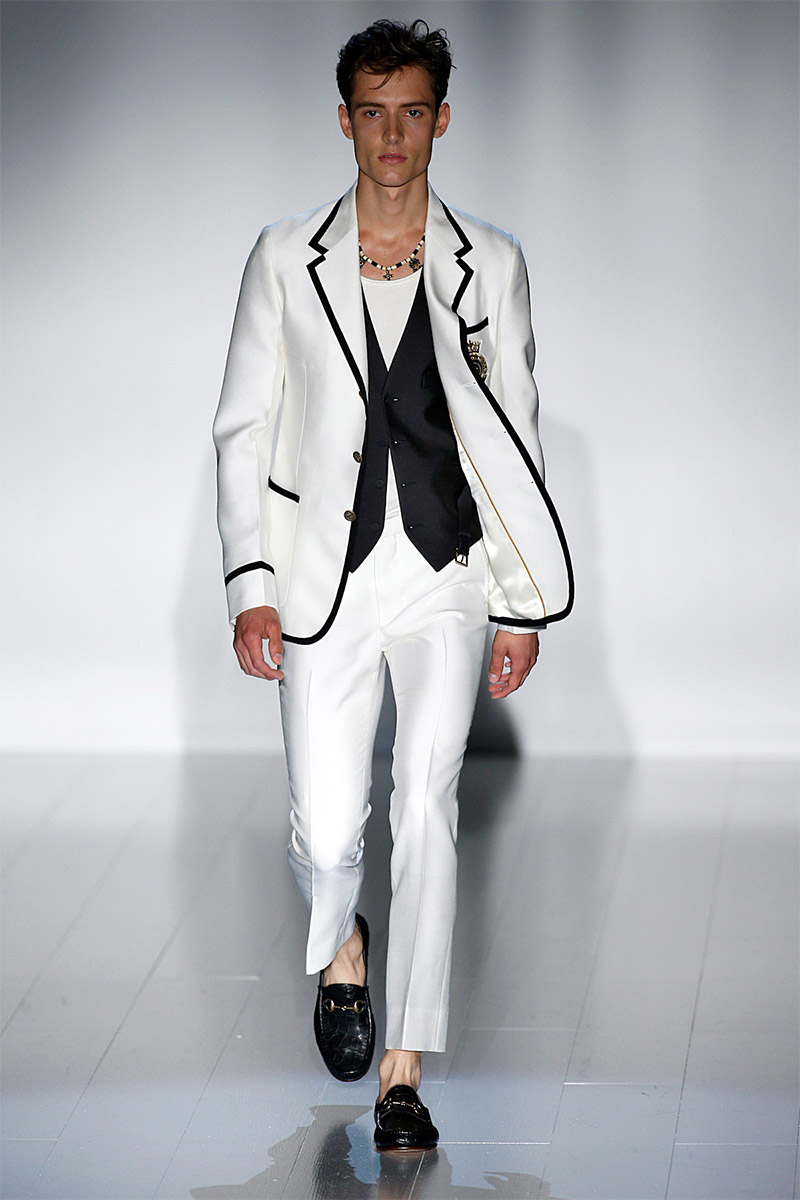 Frida Giannini presented her Spring/Summer 2015 collection for  Gucci  during  Milan Fashion Week. Good tailoring, stripes, black & white and sneakers where some of the trends that we recognized. Check out some of our favorite runway picks below.