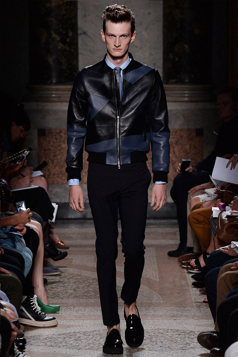 Les Hommes presented its Spring/Summer 2015 collection during Milan Fashion week and they did an amazing job. High qualited leather, good accessories and modern shapes where the highlights of the show. Check for the whole collection below.