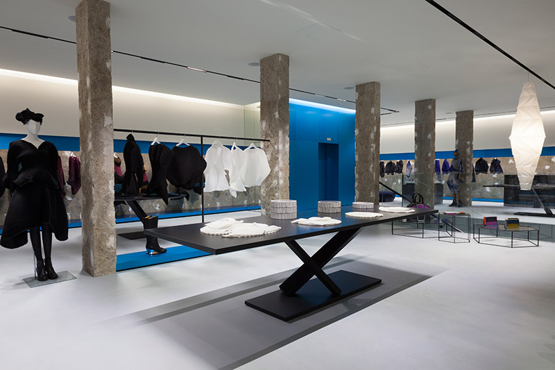 3416c3b510 ISSEY MIYAKE opened a new flagship store at 10 Brook Street, London W1S  1BG. With over 5,000 sq feet and a frontage of 60 feet, the store occupies  a ...
