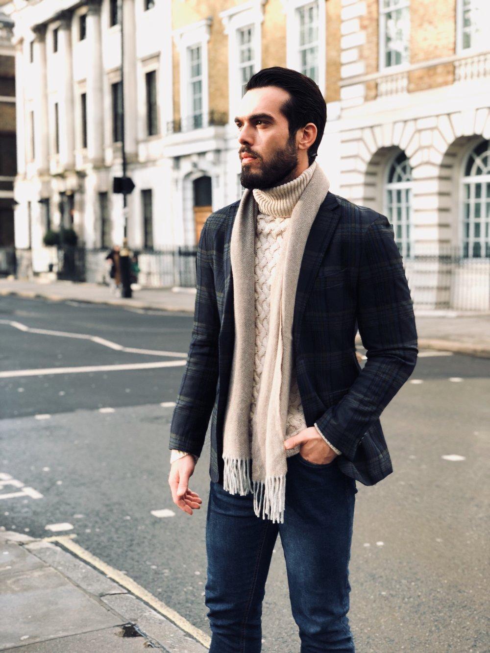 Jacket: Tommy Hilfiger / Jeans: Pepe jeans / Scarf: Hackett London / Knitwear: Massimo Dutti