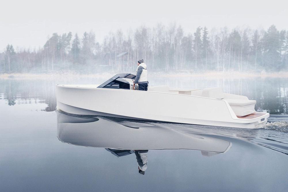 https_%2F%2Fhypebeast.com%2Fimage%2F2018%2F07%2Fq-yachts-q30-electric-boat-1.jpg
