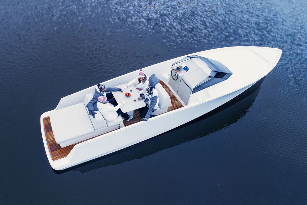 https_%2F%2Fhypebeast.com%2Fimage%2F2018%2F07%2Fq-yachts-q30-electric-boat-2.jpg