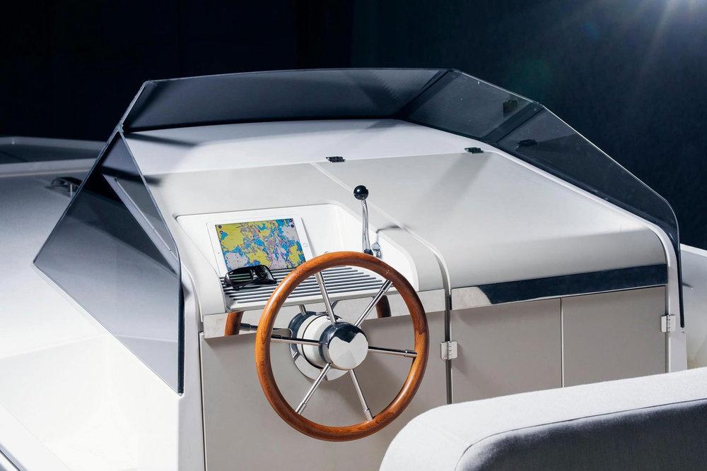 https_%2F%2Fhypebeast.com%2Fimage%2F2018%2F07%2Fq-yachts-q30-electric-boat-3.jpg