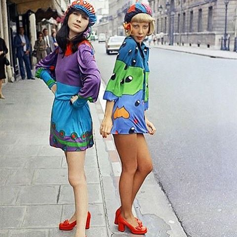 Amazing discotheque fashion by #louisferaud on the streets on Paris in 1972. #vintagefashion #vintagedaily #retro