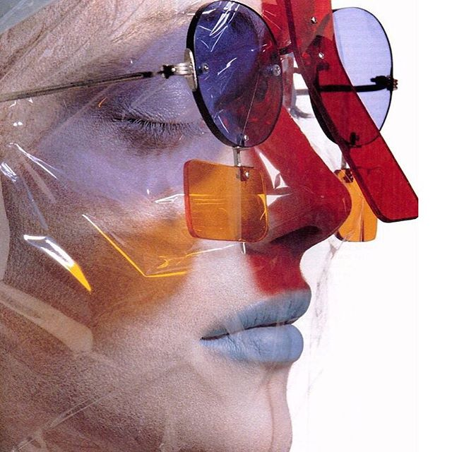 Sunglasses by #IsseyMiyake for #Vogue in 1995. Photographed by #IrvingPenn #vintagevogue #fashionphotography