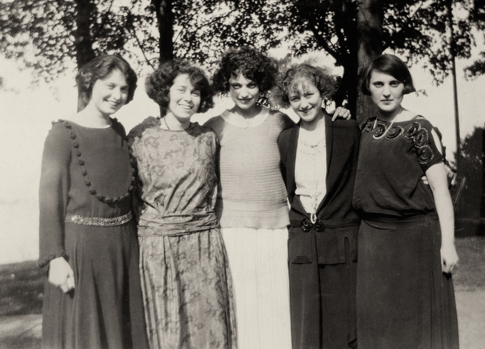 The Gottlieb Sisters and Friends (Kathryn in the center, Florence on the far left, Isabel on the far right)