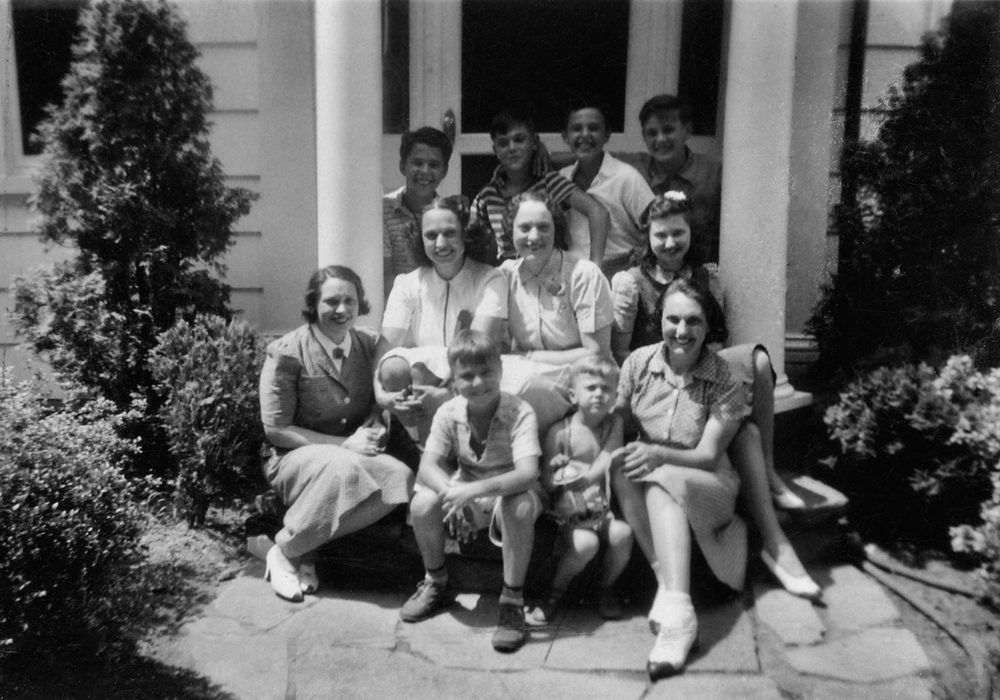 The Gottlieb Girls and family, 1936