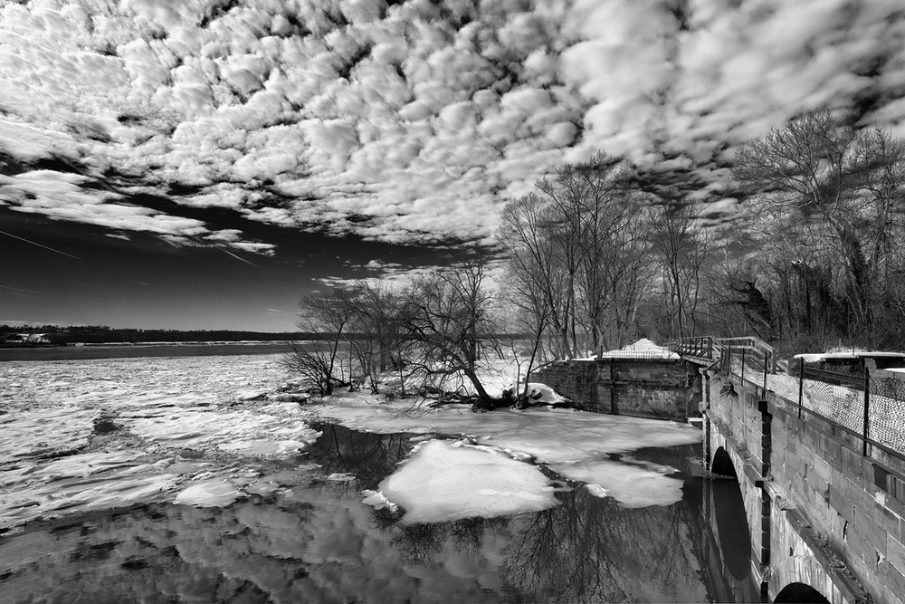 160130 Canal Snow 11-1 bw.jpg