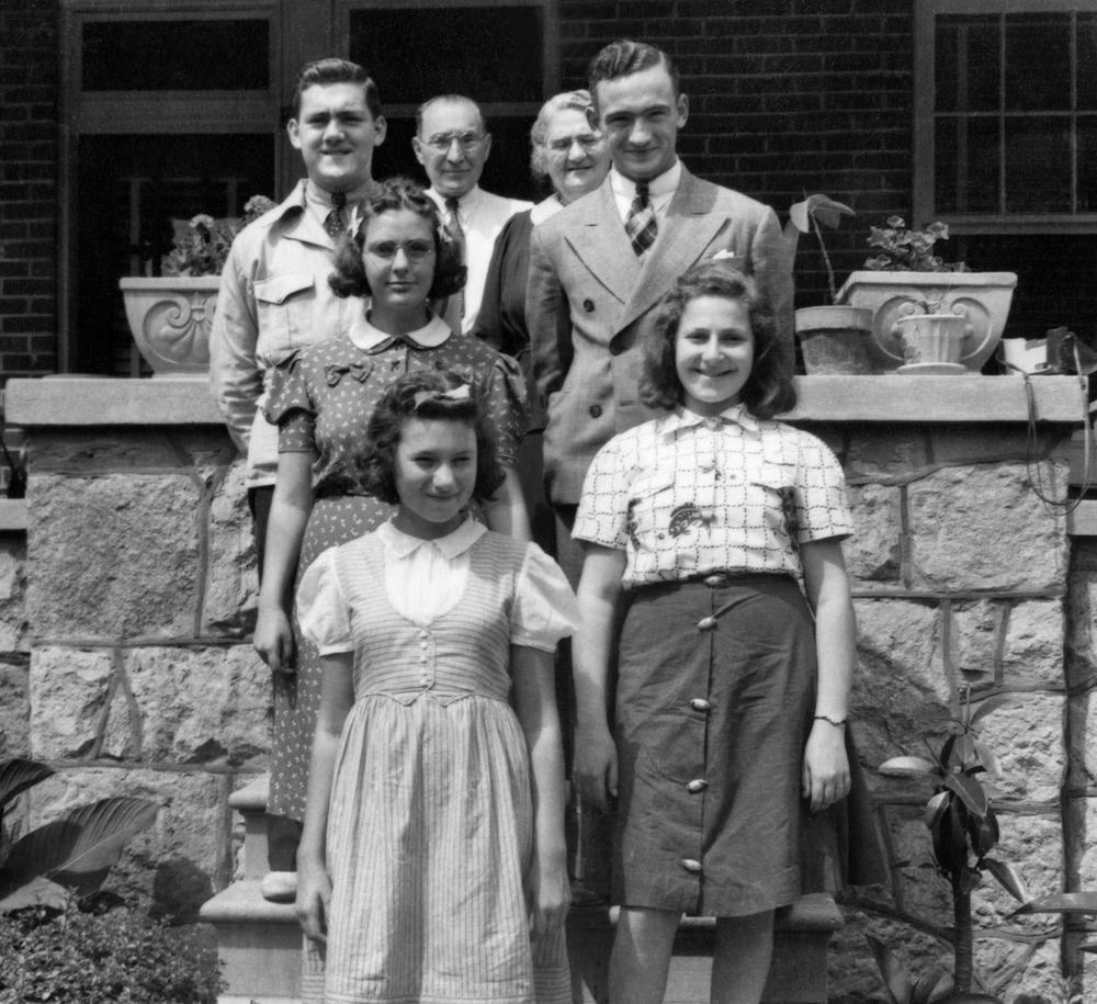 Hyman and Dora Adalman with their grandchildren: Melvin, Bernard, Lillian Finestone, Anne and Lillian Shapiro