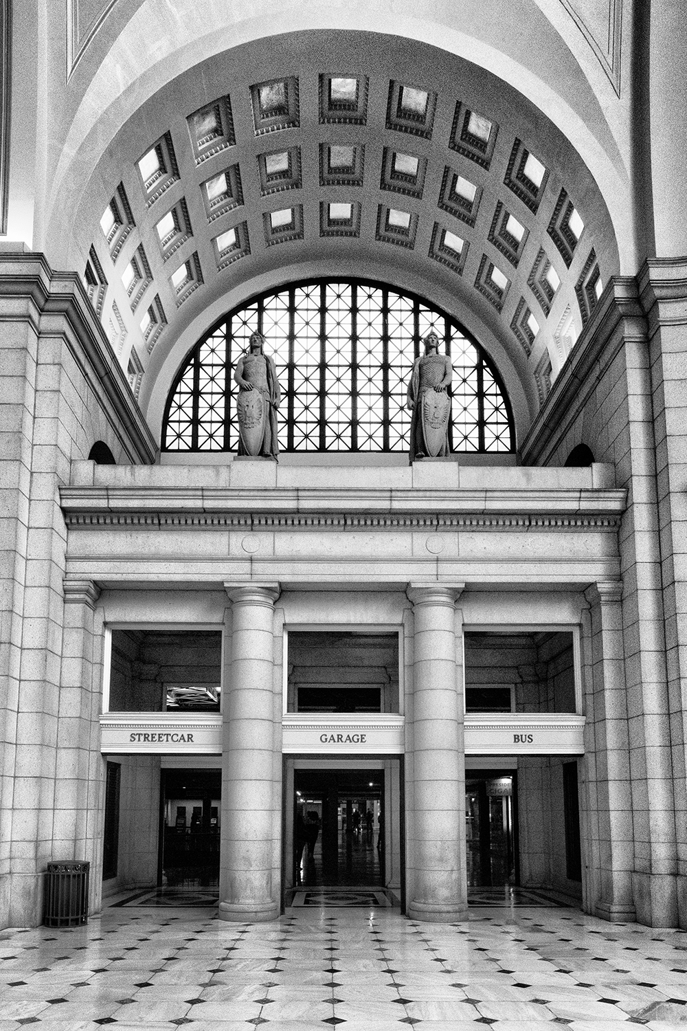 160924 Union Station 43-1 bw.jpg
